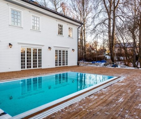 Sweden – exclusive swimming pool with overflow.